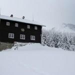 chata-pod-borisovom-sneh
